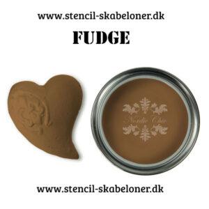 Fudge er en varm brun kalkmaling til dig der er til klassiske farver.